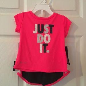 Nike girls 2 piece set, Sz: 12 mo., NWT